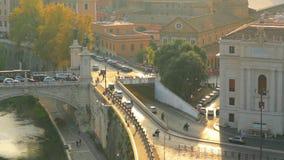 Италия rome Движение на мосте Vittorio Emmanuele во время времени захода солнца движение медленное акции видеоматериалы