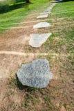 Каменный круглый путь, камни в ряд стоковая фотография rf