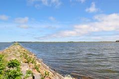 Каменный путь через озеро стоковая фотография rf