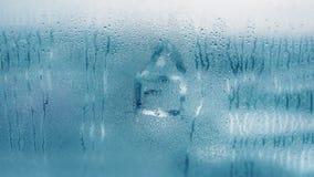Капая конденсация на ясном стеклянном окне Падения воды абстрактным текстура графиков предпосылки произведенная компьютером Детал стоковое фото rf