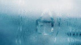 Капая конденсация на ясном стеклянном окне Падения воды абстрактным текстура графиков предпосылки произведенная компьютером Детал стоковое фото
