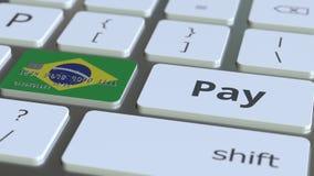Карта банка отличая флагом Бразилии как ключ на клавиатуре компьютера Анимация бразильского онлайн-платежа схематическая бесплатная иллюстрация