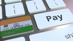 Карта банка отличая флагом Индии как ключ на клавиатуре компьютера Анимация индийского онлайн-платежа схематическая иллюстрация вектора