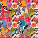 Картина тропических заводов и цветков безшовная Милые птицы и большие голубые бабочки на предпосылке patchwotk с абстрактной печа бесплатная иллюстрация