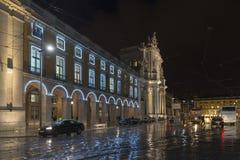 Квадрат Praca коммерции делает Comercio в Лиссабоне вечером, Португалия ненастно стоковые фотографии rf