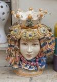 Керамические плантаторы сформированные как Moorish головы стоковое фото rf