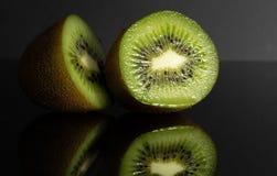 Киви черный Reflectiv Плодоовощ ломтик сочно стоковое фото