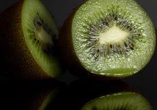 Киви Reflectiv черный Плодоовощ ломтик сочно стоковое изображение