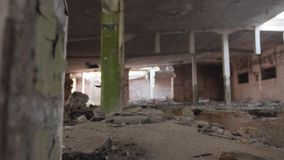 Кинематографический план старой получившейся отказ фабрики сломленное здание видеоматериал