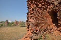 Кирпичные стены башни пагоды Bagan возрастов стоковое изображение rf