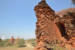 Кирпичные стены башни пагоды Bagan возрастов стоковые изображения rf