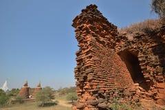 Кирпичные стены башни пагоды Bagan возрастов стоковые фотографии rf