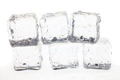 Кубики льда на белой предпосылке стоковые изображения rf