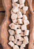 Кубы тростникового сахара Брайна стоковые фотографии rf