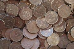 Куча монеток России 5 рублей стоковая фотография rf