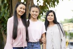 Красивые азиатские женщины одной семьи стоковые фотографии rf