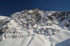 Красивые горы Snowy Крита Bataillence в Aragnouet Природа, перемещение, ландшафты 29-ое декабря 2014 Aragnouet, полдень стоковая фотография