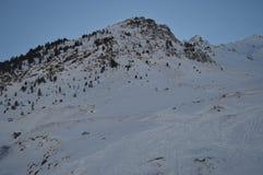 Красивые горы Snowy Крита Bataillence в Aragnouet Природа, перемещение, ландшафты 29-ое декабря 2014 Aragnouet, полдень стоковые фото