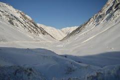 Красивые горы Snowy Крита Bataillence в Aragnouet Природа, перемещение, ландшафты 29-ое декабря 2014 Aragnouet, полдень стоковое изображение rf
