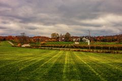 Красивый вид поля после сбора стоковые фотографии rf
