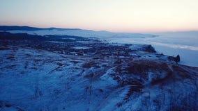 Красивый вид с воздуха захода солнца в Teriberka России во время зимы сток-видео