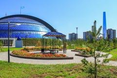 Красивый Казахстан Взгляд панорамы на историческом и культурном разбивочном парке первого президента с Coppola музея и стоковые фотографии rf