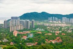 Красивый панорамный вид курортного города, Китая, Хайнаня Городок Sanya популярное туристское назначение в Китае стоковые фото