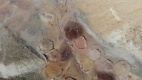 Кратер Рэймон ориентира покрасил пески сток-видео