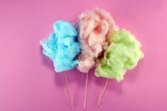 Красочная зубочистка конфеты хлопка сладкие еда партии в пинке и зеленый стоковые изображения rf
