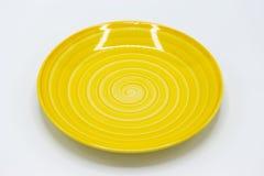 Круглая желтая плита с круговой картиной свирли стоковое изображение rf