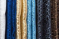 Ковер, половик, одеяло Абстрактная striped предпосылка новых домашних пестротканых ковров двери для дома с текстурой ткани стоковая фотография