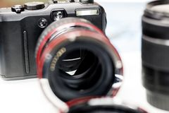 кольцо макроса для объектива фокус роста Камера и объектив Малая глубина отрезка стоковое изображение rf