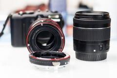 кольцо макроса для объектива фокус роста Камера и объектив Малая глубина отрезка стоковые изображения