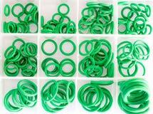 Колцеобразные уплотнения в наборе коробки стоковая фотография rf