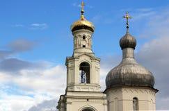 Колокольня монастыря Yuriev St. George в Новгород больший Новгород Veliky, Россия стоковые фото