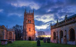 Колокольня Evesham в Вустершире Церковь Лоренс Святого и парк аббатства на восходе солнца стоковое изображение rf