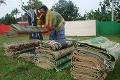 Конгрегация tidied циновка после выполнять молитву al-Adha Eid стоковые фотографии rf