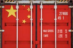 Конец-вверх контейнера с национальным флагом стоковое изображение