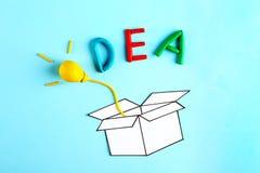 Концепция подачи творческих способностей Предпосылка голубой бумаги стоковые фото