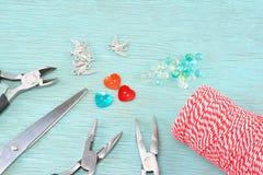 Концепция поставок браслетов в марте стоковая фотография rf