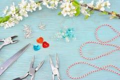 Концепция для делать браслеты в марте стоковые изображения