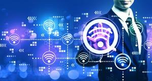 Концепция Wifi с бизнесменом стоковые изображения