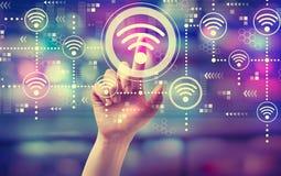 Концепция Wifi с рукой стоковые фотографии rf