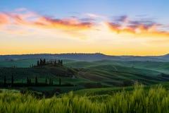 Ландшафт Тосканы в восходе солнца стоковая фотография rf