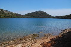 "Ландшафт Karst и озеро сол ""Mir ""на Dugi Otok стоковое фото"