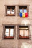 Ла Vella, Андорра Флаг Андорры вися вне в улице стоковое фото rf