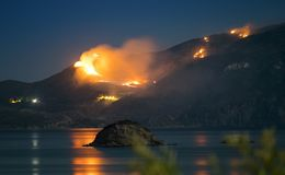 Лесной пожар в Греции стоковая фотография rf