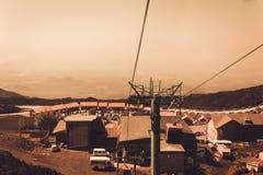 Лифты поднимают туристов к Mount Etna на восходе солнца, Катании, Сицилии, Италии стоковое фото rf