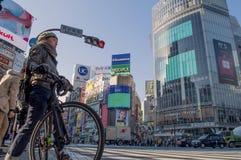 Люди в скрещивании Shibuya, Японии стоковое изображение rf