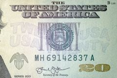 Макрос Конец-вверх части счета 20 США доллара Предпосылка для финансового дизайна концепции Серийный номер и стоковое изображение